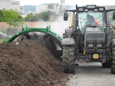 traktor gezogener Komostwender